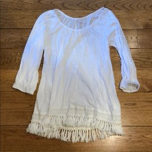 Super cute white Lilly top